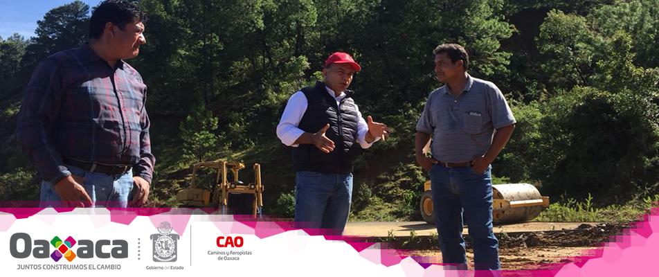 Atiende Gobierno del Estado demandas en infraestructura carretera de la Sierra Sur.
