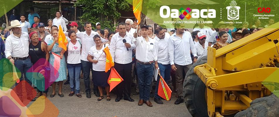 INICIAN TRABAJOS DE RECONSTRUCCIÓN CARRETERA COSOLAPA-ACATLÁN.