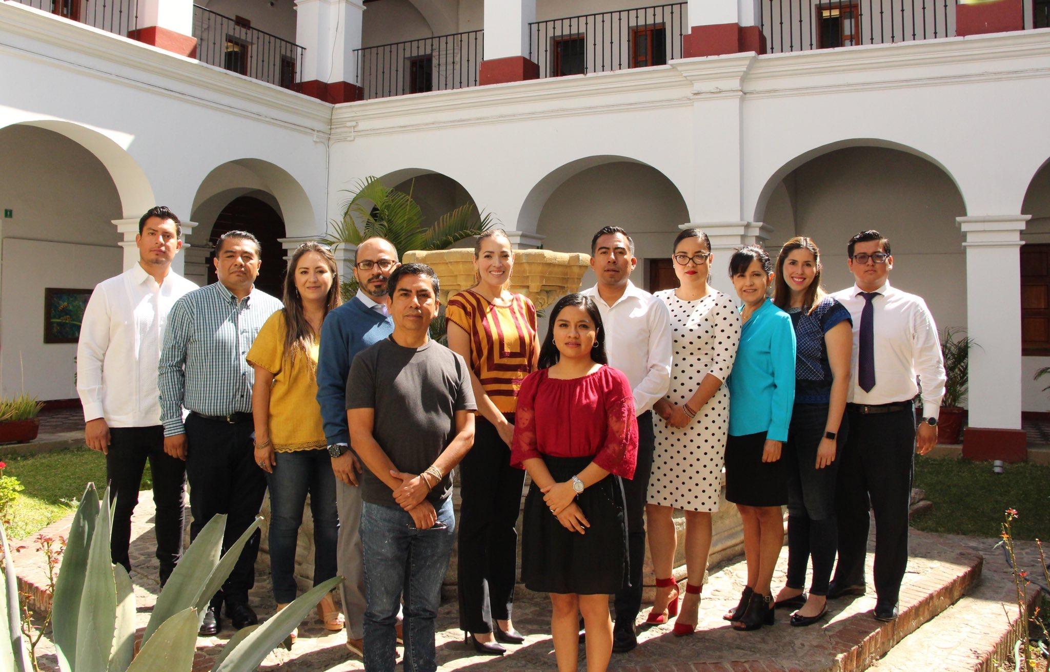 Sesiona Junta Directiva de la Casa de la Cultura Oaxaqueña