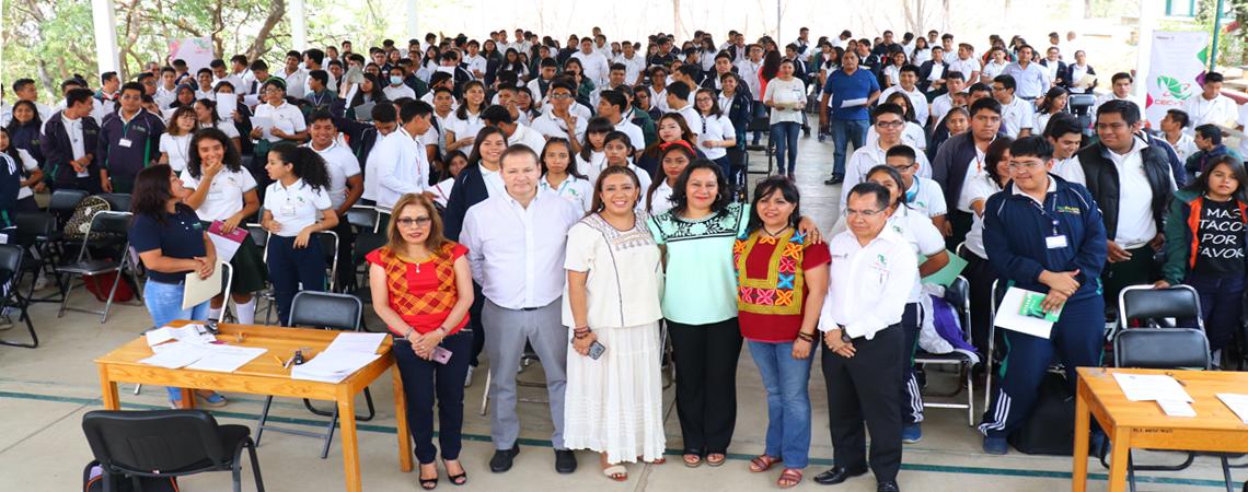 Entrega de Becas Benito Juárez para la Educación Media Superior.