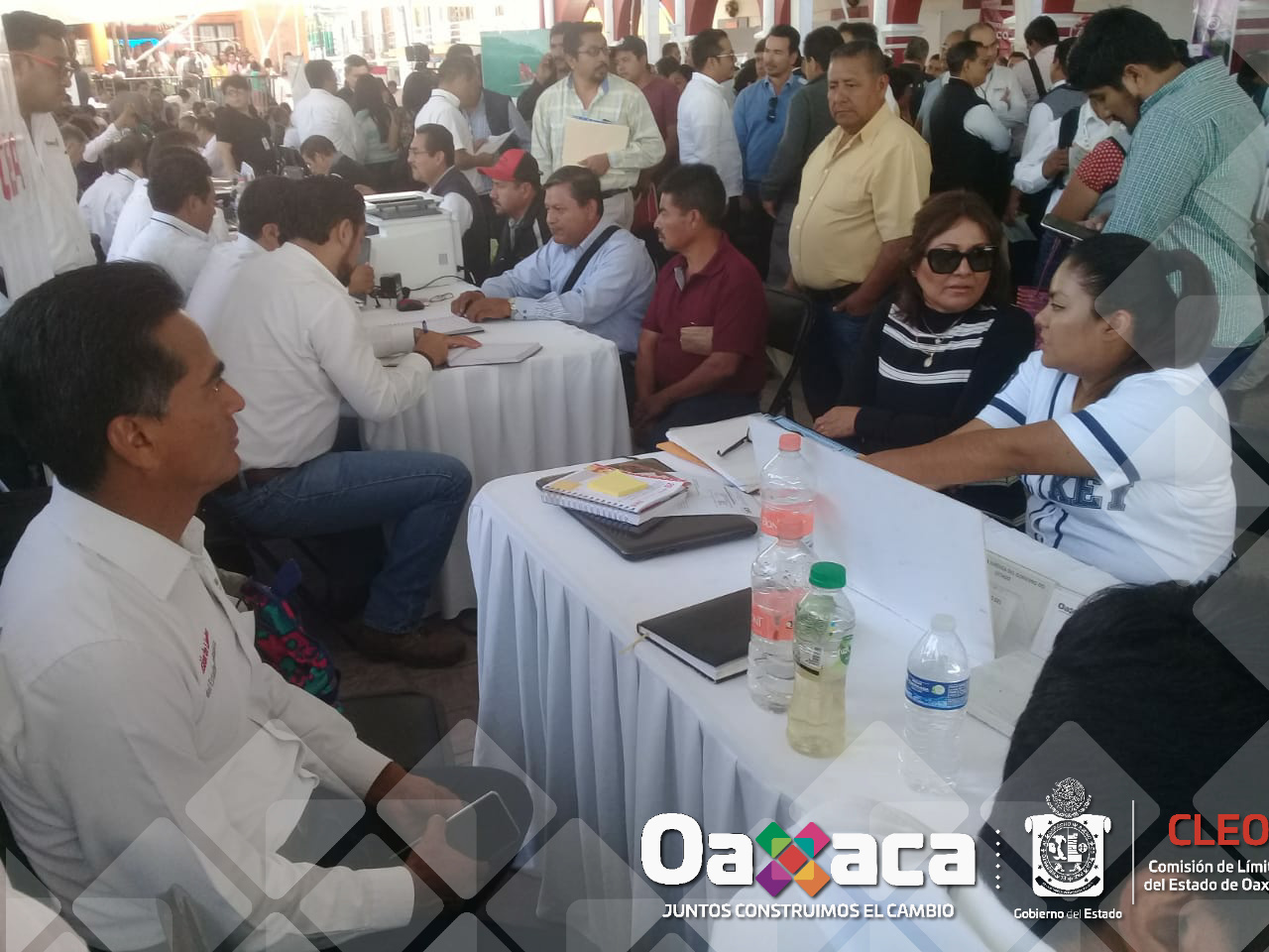 EL Titular de la Comisión de Límites del Estado de Oaxaca el  Ing. Martín Sánchez Ruíz  se encuentra presente en la novena audiencia pública que encabeza el Gobernador Mtro. Alejandro Murat Hinojosa en la plaza central del municipio de Villa de Zaachilla Oaxaca.