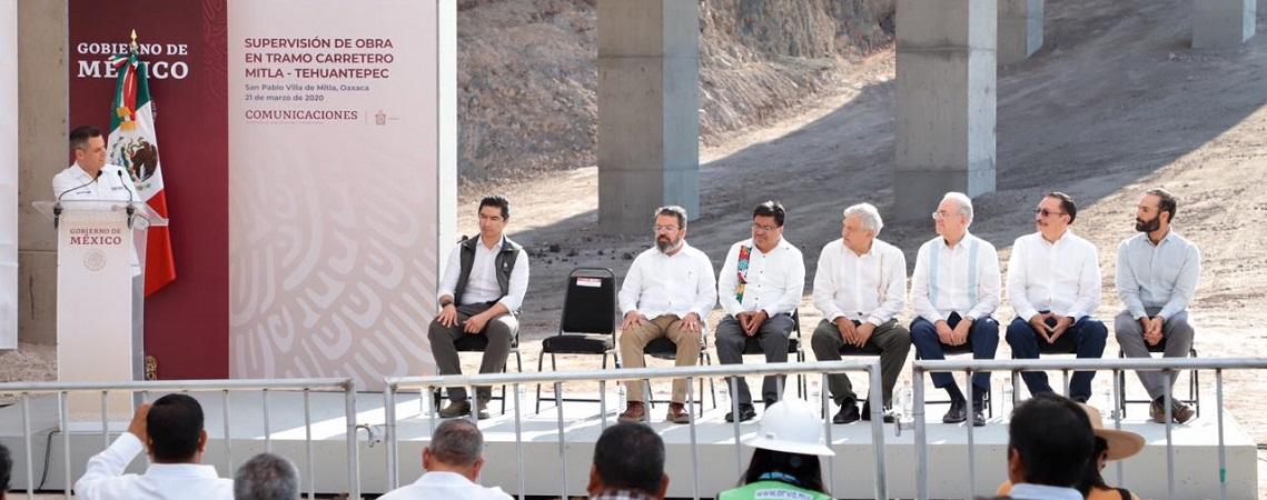 Supervisan AMH y AMLO avances en la construcciónde la Carretera Mitla-Tehuantepec