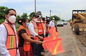 CAO mejora la carretera de Juchitán a Unión Hidalgo y el camino de San José Chiltepec al Naranjal