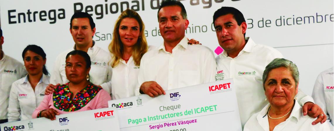Entrega Icapet cheques a instructores de Valles Centrales