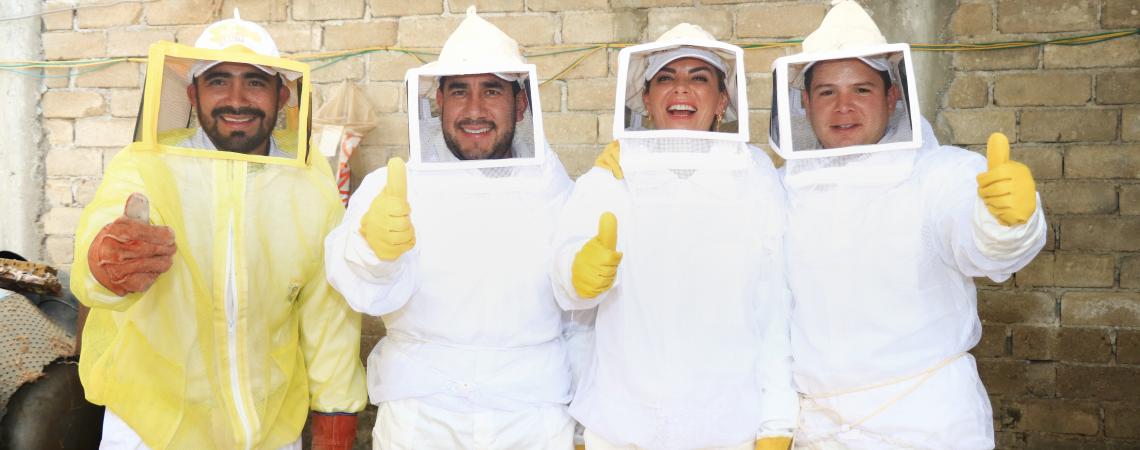 Inicia Icapet curso sobre manejo de apiarios y entregan bebederos para abejas