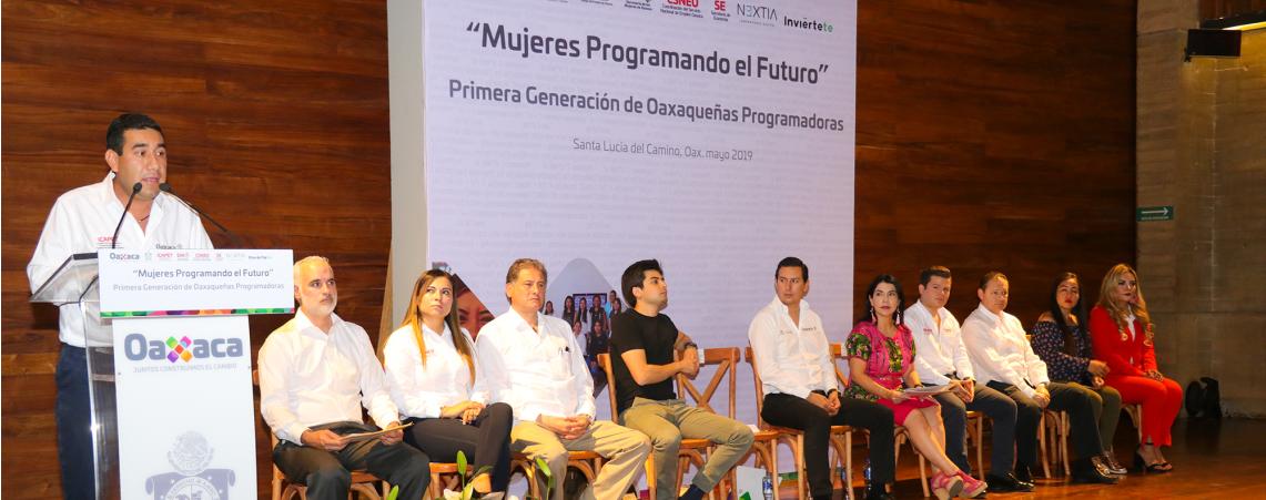 """Presenta Icapet primera generación de """"Mujeres Programando el Futuro"""""""