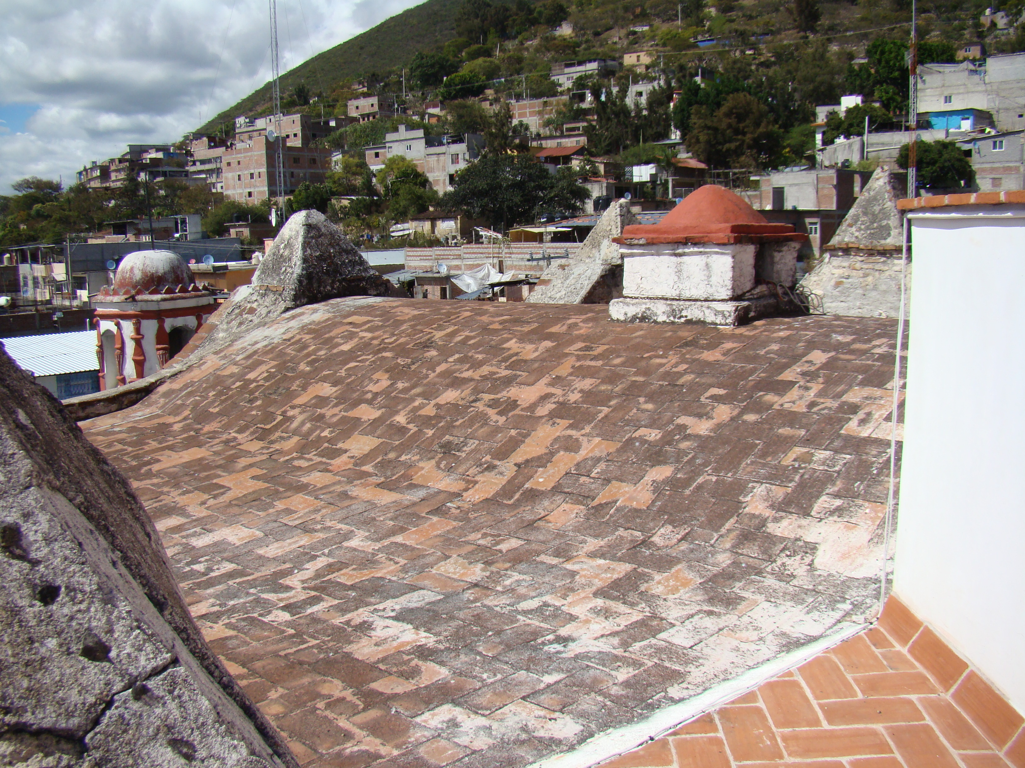 INAH e INPAC recorren el templo de la comunidad de San Pablo Güila