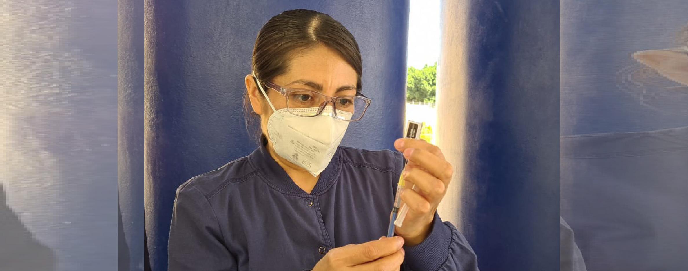 Continúa SSO vacunación contra COVID-19 a personal de salud.