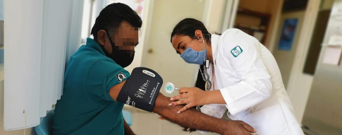 Brigada de los SSO atiende emergencia sanitaria en poblado de Santa María Chimalapa.
