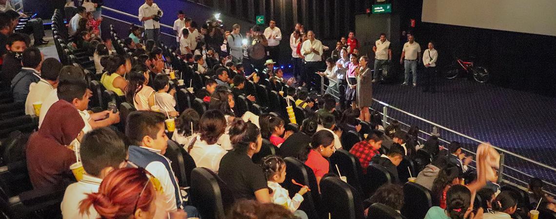 Viven 1, 600 niños la experiencia del cine gracias a SEPIA